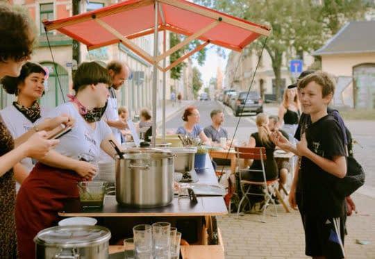 Zur Tonne on Tour: Platz nehmen im Café Gemüsetorte